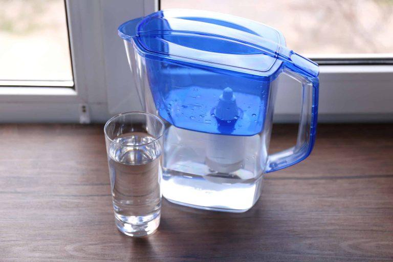 Tischfilter mit Wasserglas