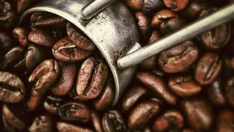 Kaffeemass und Bohnen