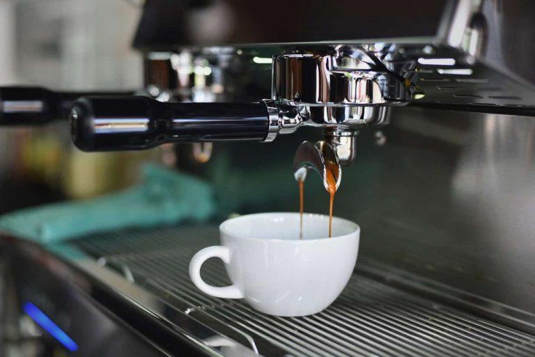 Kaffeetasse in Kaffeeautomat