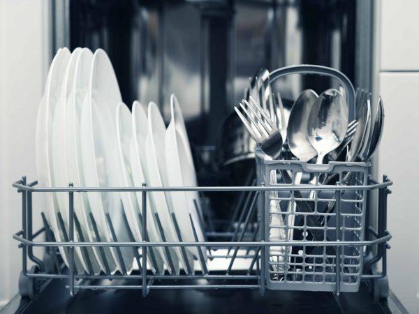 Spülmaschine reinigen: Tipps mit denen es dir einfach von der Hand geht