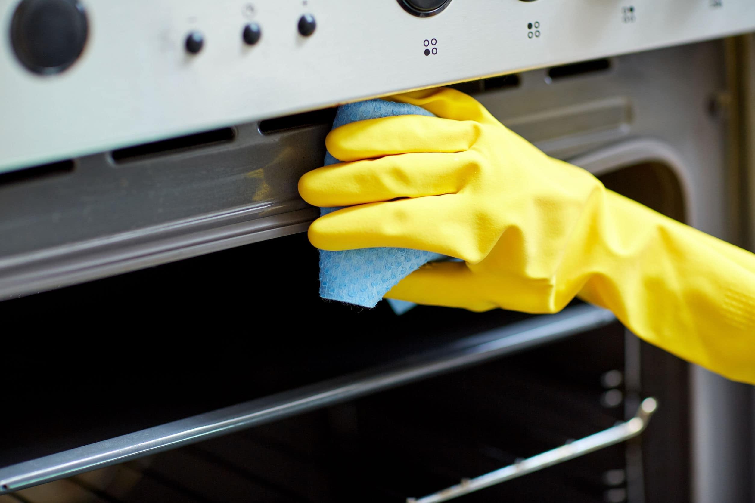 Backofen mit Backpulver reinigen: So einfach geht's