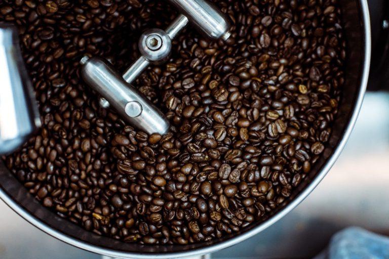 Kaffeemaschine mit Mahlwerk und Thermoskanne-2