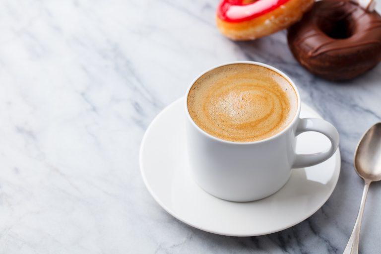 Kaffeevollautomat mit Milchbehälter-1