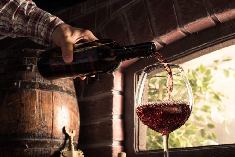 Die Weintemperierschränke von PKM sind ein Muss für Jeden, der Wein liebt und diesen optisch ansprechend lagern möchte. (Bildquelle: pixabay.com / congerdesign)-2