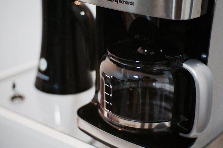 Kaffeemaschine mit abnehmbarem Wassertank-1