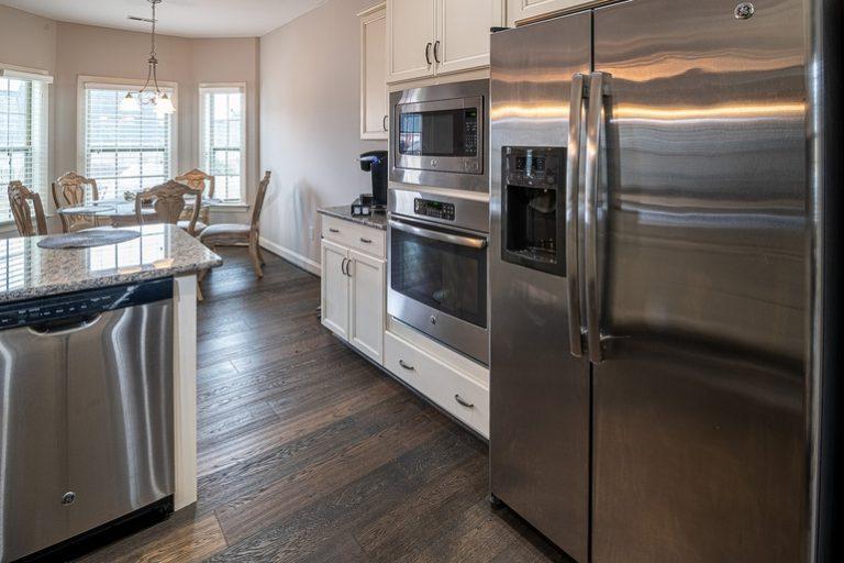 Kühlschrank-in-Küche.jpg